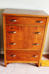 REDUCED COMFY COUCH, 1920s SOLID WOOD BEDROOM SET TABLE 2 CHAIRS
