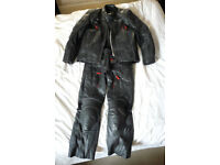 Triumph H2 Sport Full Leather Suit Waterproof Leathers! sz 42in chest, 32in waist