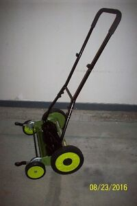 EXCELLENT 18 INCH PUSH MOWER WITH GRASS CATCHER