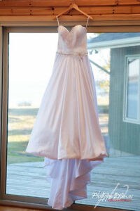 Beautiful dress with POCKETS!!!   Size 14( been altered)