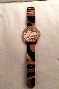 GUESS ANNIVERSARY LEOPARD WATCH - great condition