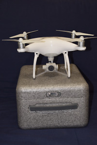 DJI PHANTOM 4 QUADCOPTER - Like NEW!