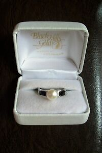 REAL ONYX AND PEARL RING, 925 SOLID STERLING SILVER