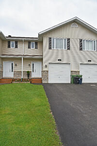 METICULOUS TOWN HOME IN CENTRE TOWN  ID# 1064261