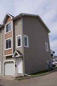 Lakewood Townhouse with Single Attached Garage