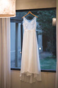 GORGEOUS WEDDING DRESS - PRISTINE CONDITION