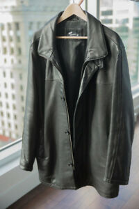 Manteau en cuir européen noir - très peu porté (moins de 10x)