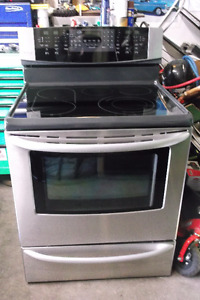 NEWER KENMORE TOP OF LINE CERAN STAINLESS STEEL STOVE