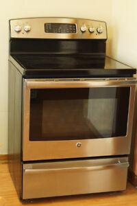 "30"" Electric Self Cleaning GE stove like new"