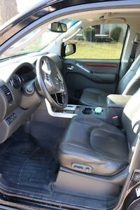 NISSAN Pathfinder LE 4X4 2008 fully loaded. Excellent condition London Ontario image 5