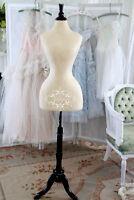 Couturière pour ajustements spécialisées pour la mariée