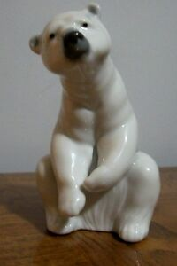 Lladro resting Polar Bear #1208