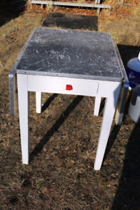 VINTAGE SMALL APARTMENT SIZE DOUBLE DROP LEAF TABLE