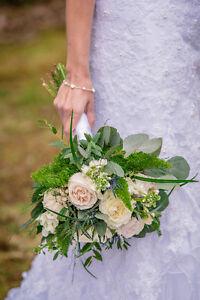 Beautiful Wedding Dress - Very good shape (Size 6-8)