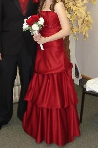Red A-line princess cut formal gown / bridesmaid dress Cambridge Kitchener Area image 2
