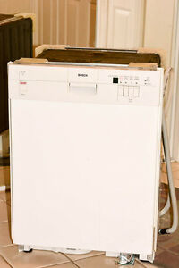 "A Bosch SHU43C 24"" Dishwasher - clean, but needs repair"