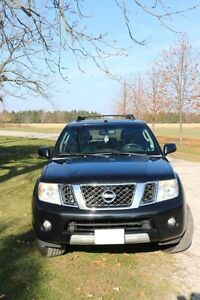NISSAN Pathfinder LE 4X4 2008 fully loaded. Excellent condition London Ontario image 2