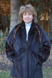 Classic Woman's Mink Jacket Imported from Germany West Island Greater Montréal image 4