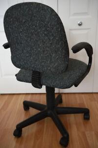 Chaise de bureau sur roulettes