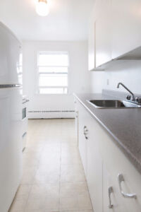 BRIGHT 2 BR STEPS FROM HFX SHOPPING CENTRE & EASTERN COLLEGE