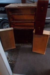 5 drawer dresser on casters/ clean from smoke free home