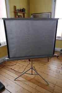 Écran de projection pour diapos (ou films, rétroprojecteur...)