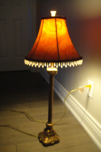 Table Top Banquet Lamp W/ Decorative Gold, Red Embroidery Shade