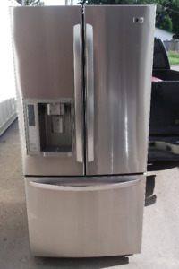 L.G FRENCH DR STAINLESS STEEL FRIDGE LIKE NEW