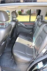 NISSAN Pathfinder LE 4X4 2008 fully loaded. Excellent condition London Ontario image 7