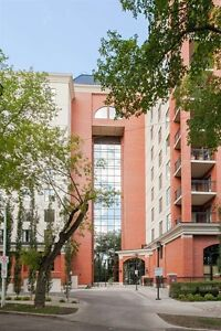 LUXURY AT ITS BEST...IMMACULATE 3 BEDROOM PENTHOUSE IN WESTMOUNT