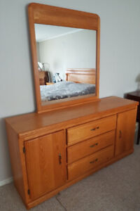 Dresser with mirror (solid wood)