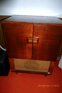Vintage TUBE Radio/Phonograph General Electric C700 MINT!