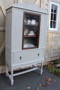 Lovely vintage farmhouse cabinet