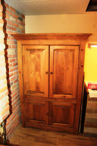 Armoire Meuble TV tout en bois et fonctionnel