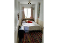 Cheap double bedroom in N2 East finchley! close to Northern Line.