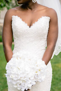 Stunning Lace Maggie Sottero Ivory Wedding Gown