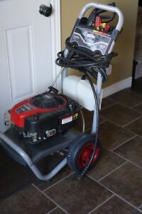 2700 PSI Briggs & Stratton Pressure Washer