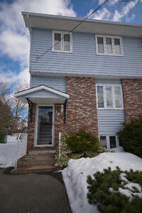 44 Colonna - Renovated and move in ready!