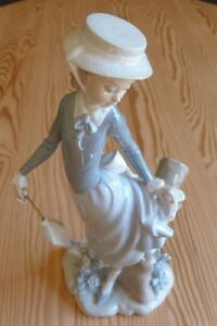 "Lladro Figurine: ""YOUNG LADY IN TROUBLE"""