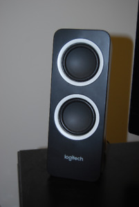 Selling Logitech Z200 2.0 Channel speakers (Computer / portable)