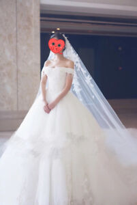 Gorgeous Wedding Dress come with a crown and 6 meter veil