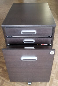 HOME/OFFICE FILE CABINET WITH LOCK !!!