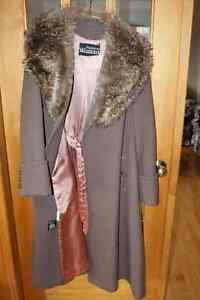 VINTAGE CAMEL COLOURED COAT WITH FAUX FUR COLLAR