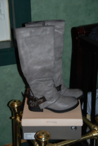 WOMEN'S WINTER BOOTS, BRAND NEW,GRAY,SIZE 6, WTP,