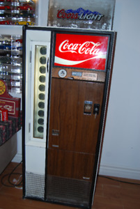 V90-10 Vintage 1960 Bottled Door Coke Machine