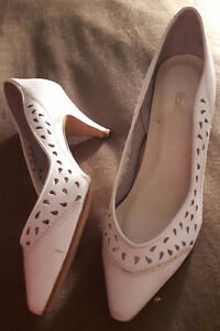 White leather size 6 1/2 shoes London Ontario image 1