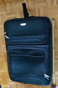 Valise / Suitcase 11x17x24 in great condition !