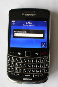 Blackberry Bold 9700 with case + charger