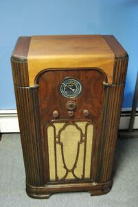 Antique Radio Rogers Majestic Upright Shortwave Radio 1935