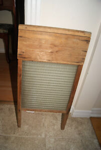 Antique washboard. Nice piece of rustic decor. West Island Greater Montréal image 2